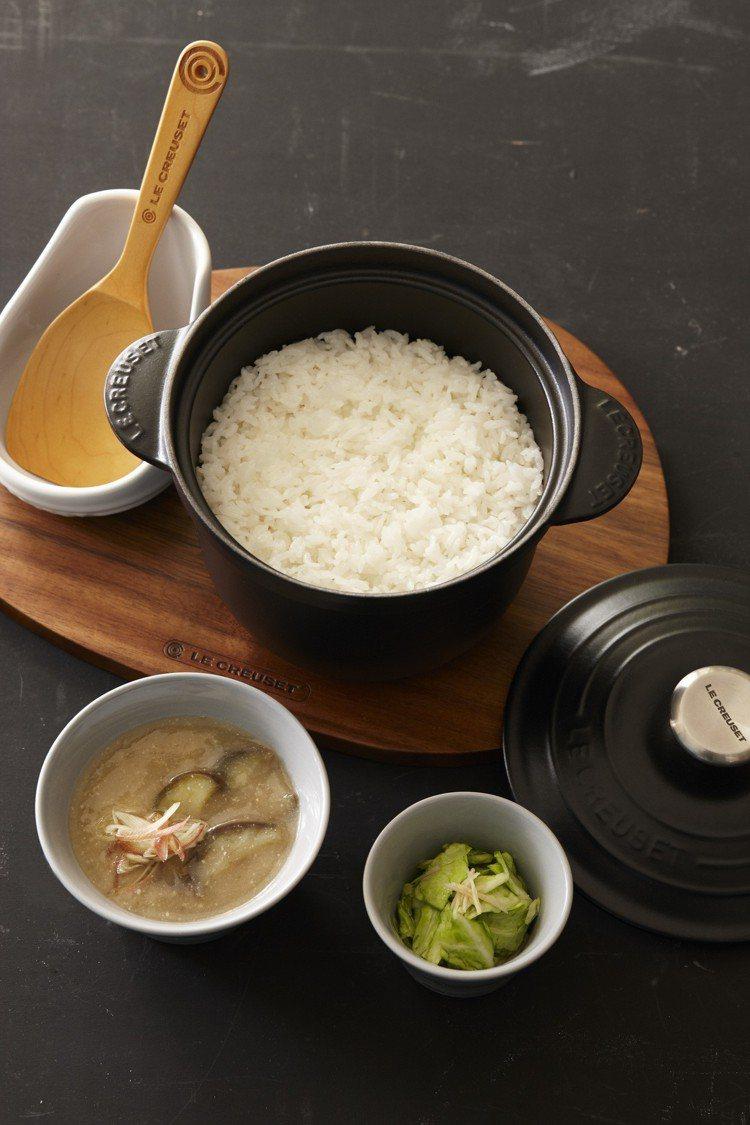 鑄鐵鍋料理方式相當多元,炊飯、燉煮、熬湯、拌炒,無水蒸煮、油炸都可以。圖/Le ...
