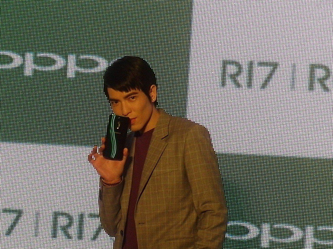 OPPO發表R17系列,藝人蕭敬騰站台分享R17的魅力。 記者何佩儒/攝影