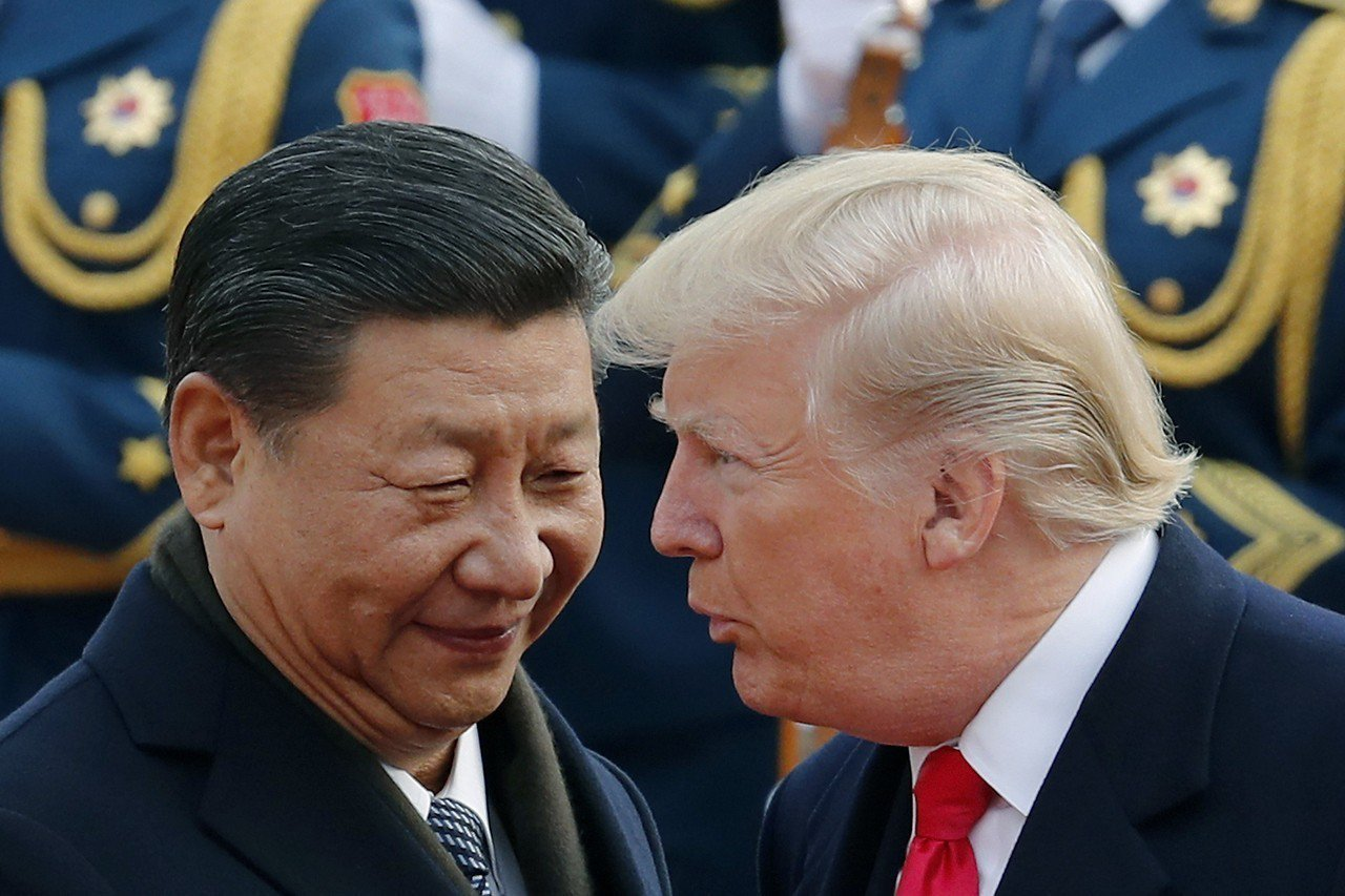 美國總統川普(右)表示與中國國家主席習近平(左)就貿易有很好的討論。美聯社資料照...