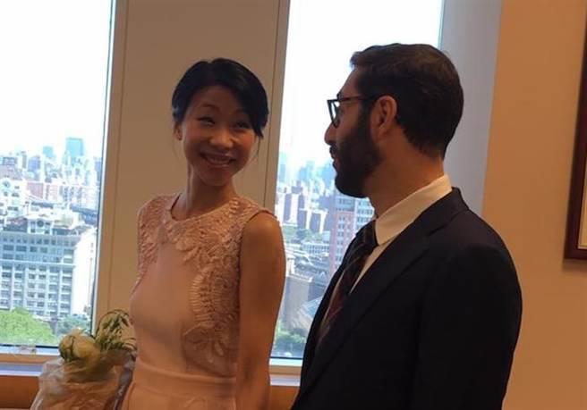 胡婷婷2016年宣佈與認識16年的律師老公Adam再婚。圖/摘自胡婷婷臉書