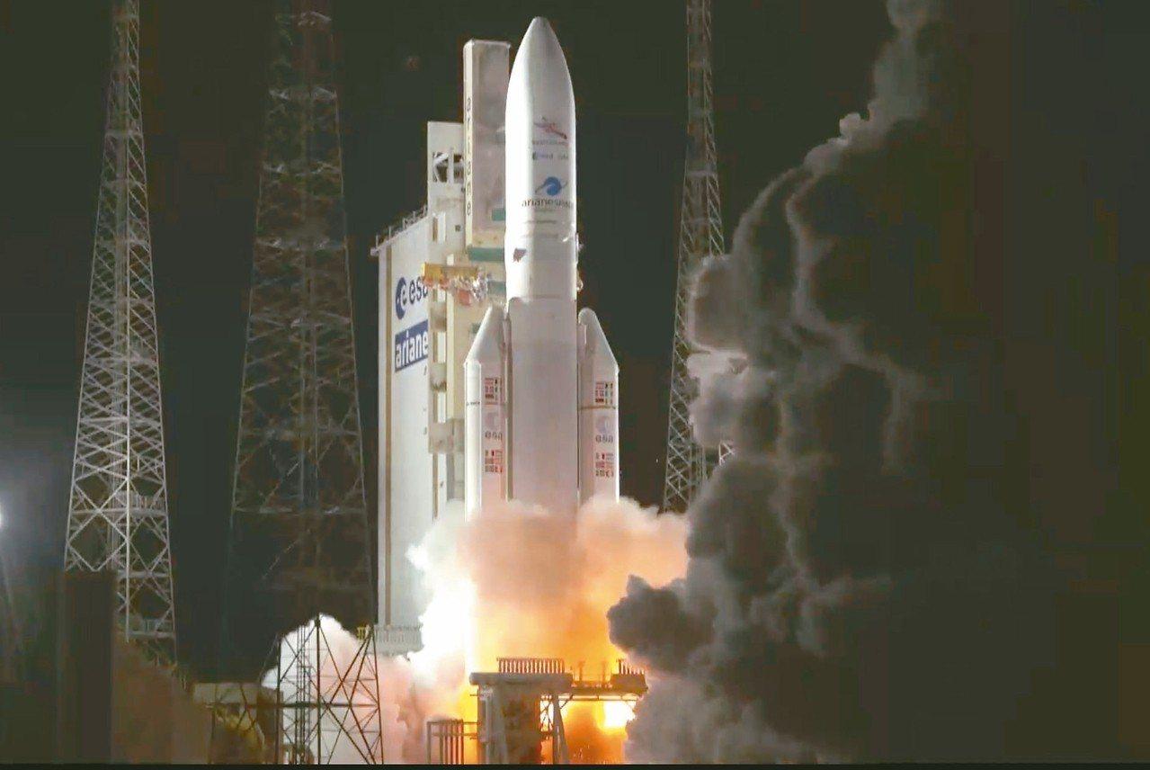 亞利安五號火箭上月十九日發射升空。 (美聯社)