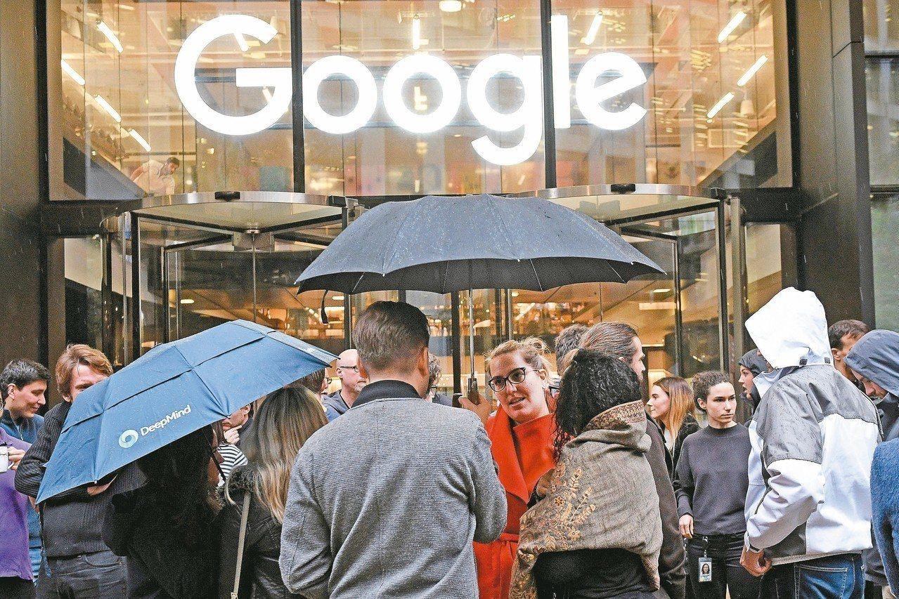 谷歌在倫敦分公司的工程師與員工一日走出辦公室,抗議公司寬貸性行為不檢點的高層,還...