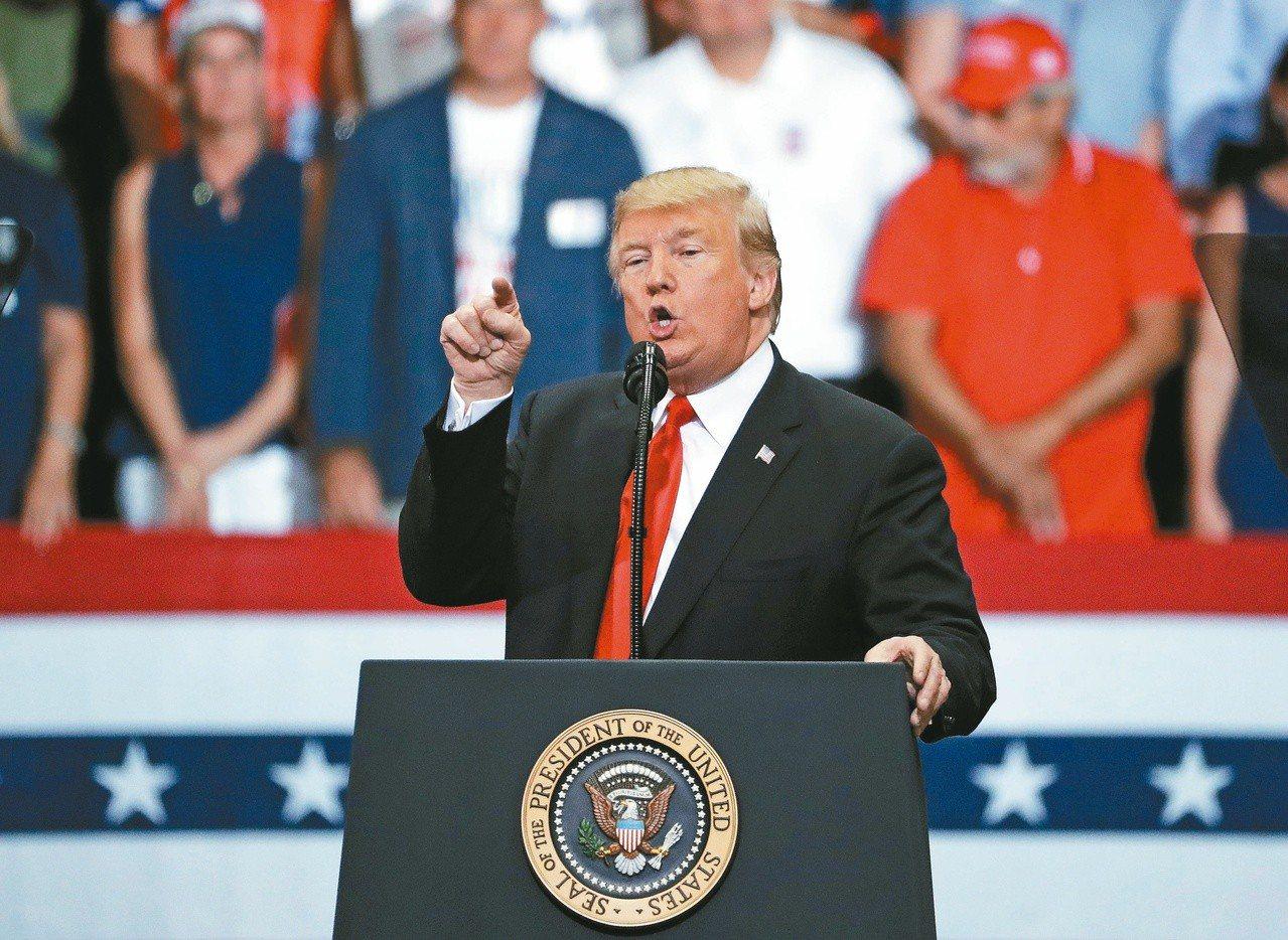 美國總統川普十月卅一日出席佛州造勢活動。(美聯社)