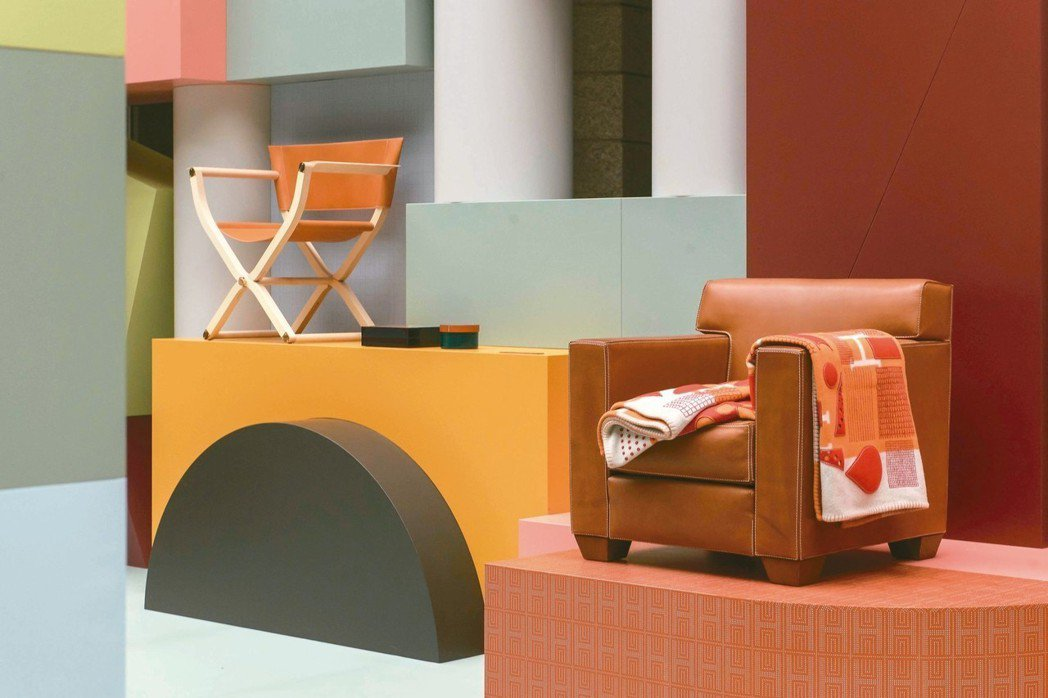PIPPA 系列配件式家具折疊扶手椅,53萬元;Jean-Michel Fran...