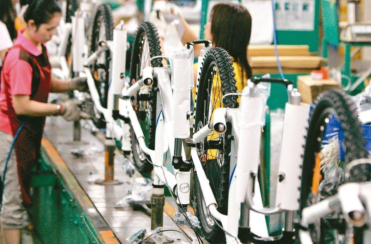 依據日經公布的10月採購經理人指數,台灣、馬來西亞、泰國的製造業景氣都陷入萎縮。...