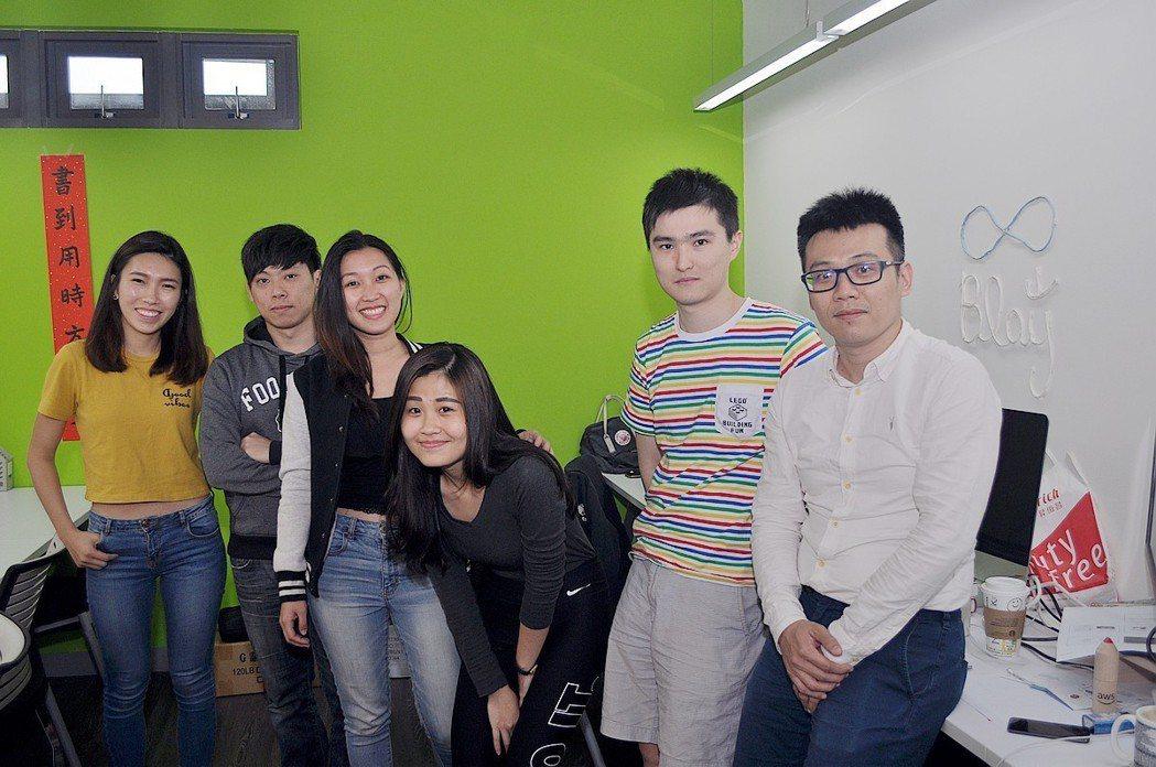 Blay航班資訊旅遊小幫手APP是由國內的新創團隊Blaysolutions所開...