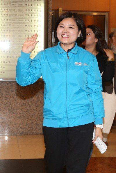雲林縣長候選人張麗善上午宣布辭去立委,全心投入選戰。 記者林澔一/攝影