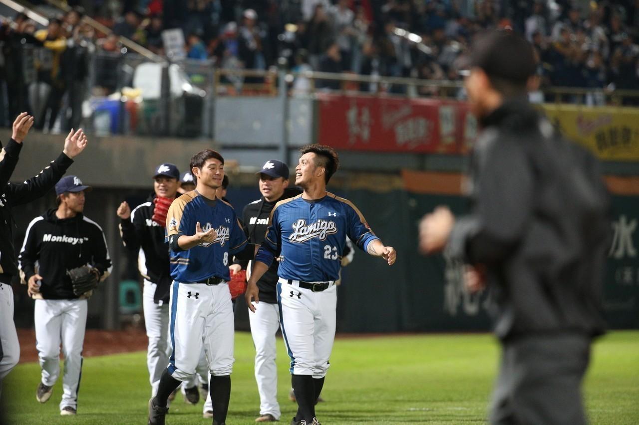 桃猿此役投打守都比獅隊高出一截,贏球後在台灣大賽取得聽牌優勢。 記者劉學聖/攝影