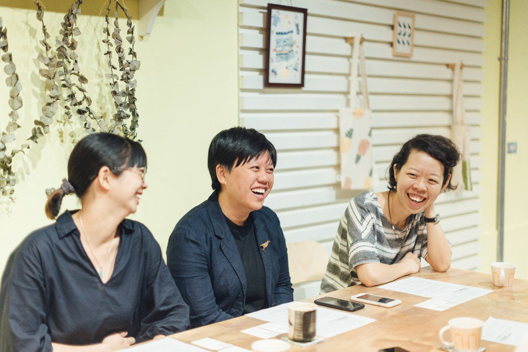 3個年輕女孩,用10年的青春講述台灣設計、台灣製造的故事。圖/印花樂提供