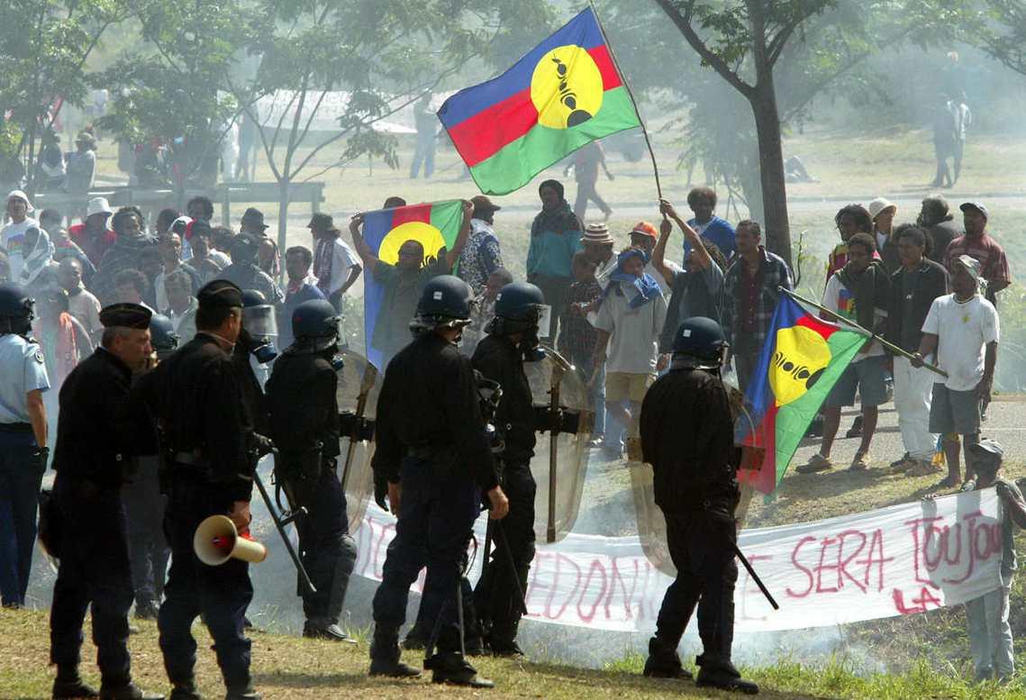 支持獨立的卡納克原住民認為,殖民時代遺留下來權力資源不對等依然存在。圖為2003...