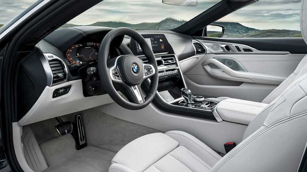 全新BMW 8 Series Convertible(G14)車室佈局與Coup...