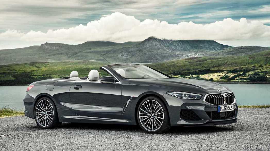 全新BMW 8 Series Convertible的頂篷在15秒內就能完成起閉...