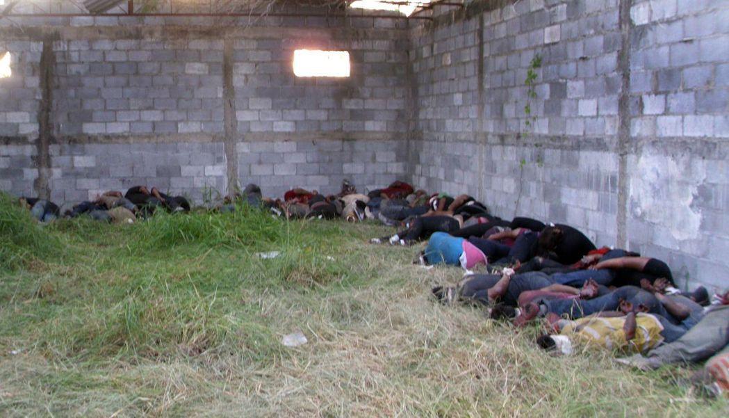 2010年在墨西哥-德州邊境的塔毛利帕斯州,大批偷渡客被人蛇集團綁架撕票,在這座...