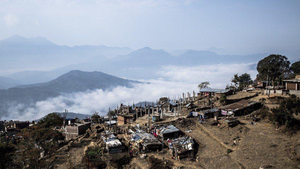 2015年4月,尼泊爾發生了80年來規模最大的地震,奪走了上百條生命。圖/遠山呼...