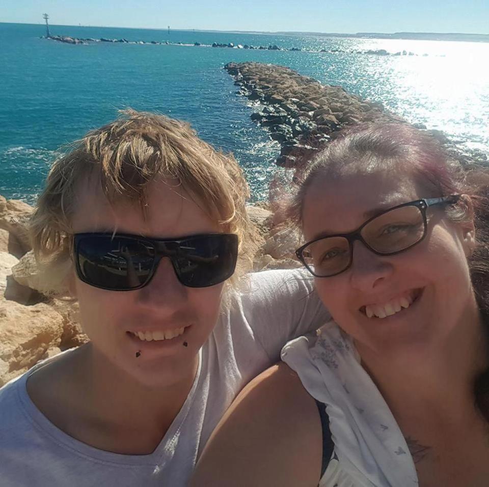 45歲蒂娜與24歲布蘭登墜入愛河,不畏他人眼光勇敢追愛。圖片來源/太陽報
