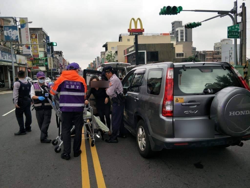 桃園市蘆竹區一名41歲王姓女子,昨日下午3點多欲開車出門,沒想到在途中疑似氣喘發...