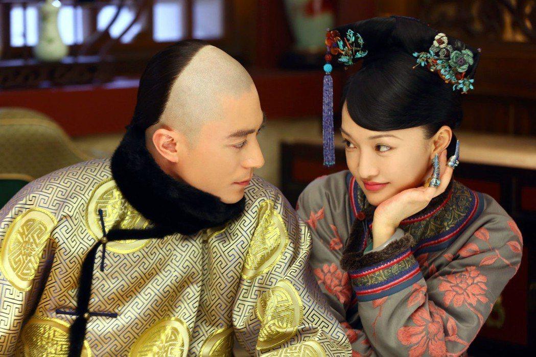 周迅、霍建華演出「如懿傳」婚姻初期的相知相惜。圖/衛視中文台提供
