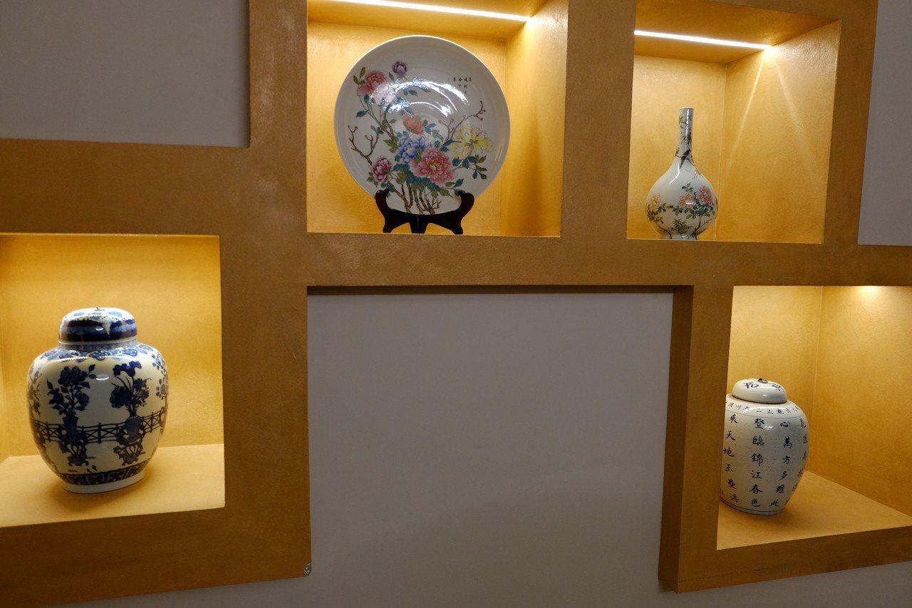 「深化東方與西方的文化交流」是羅馬大飯店的基本精神,館內琳瑯滿目的東方藝術品收藏...