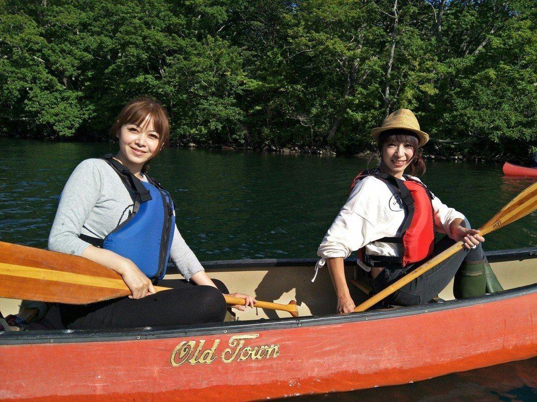 段慧琳、王瑋瑜登山、騎車、獨木舟,日本外景囊括各種體力活。圖/民視提供