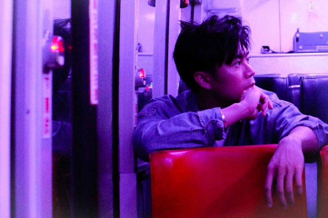 廖柏雅新歌「愛上陌生人」。圖/柏雅音樂藝術工作室提供