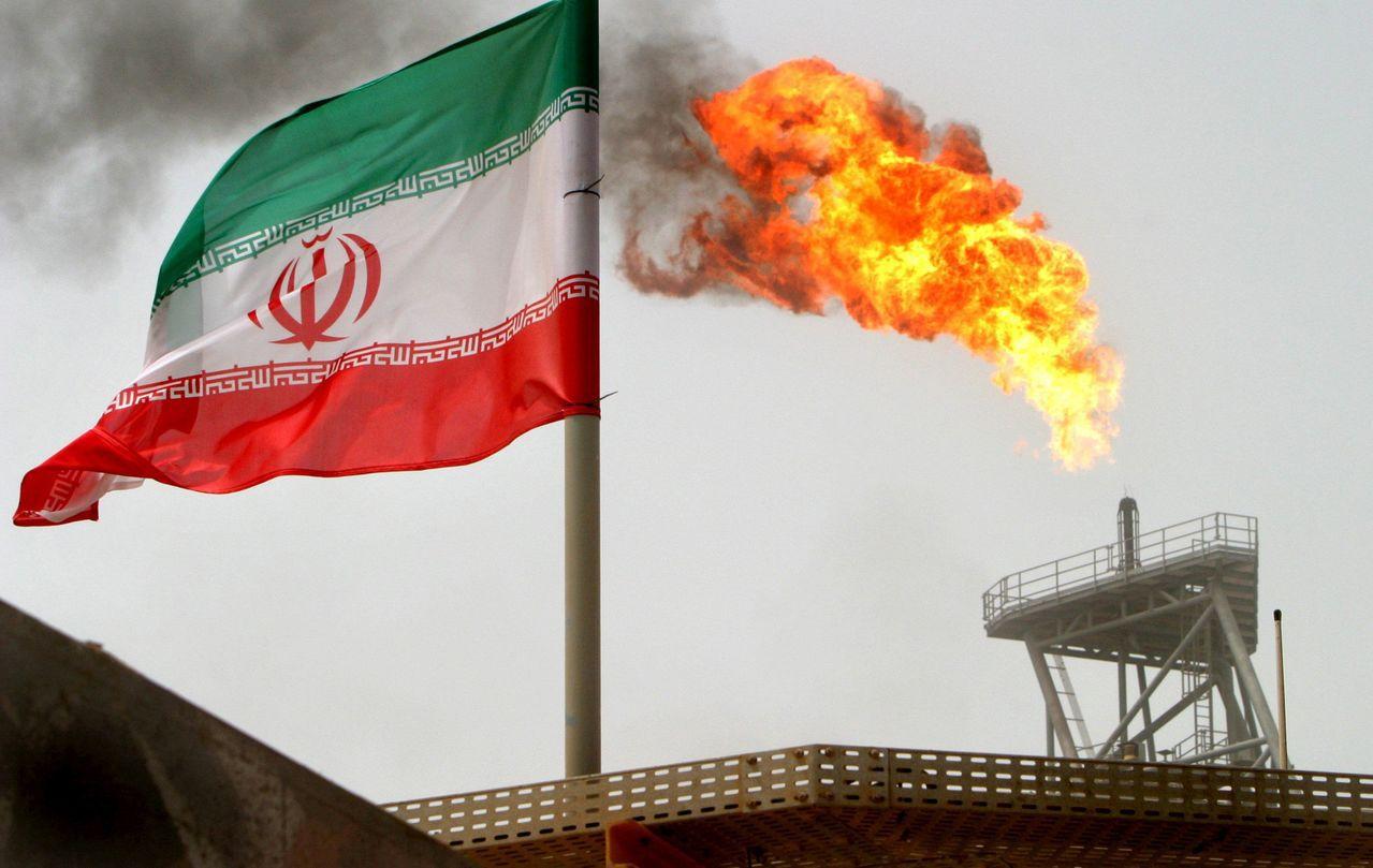 美國傳同意允許日本、印度和南韓等八個國家繼續向這個OPEC產油國購買石油。路透