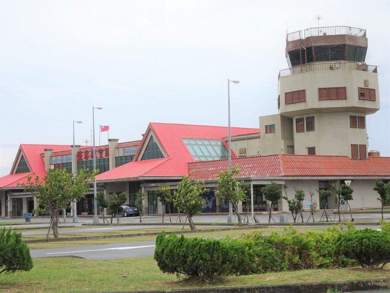 恆春機場停飛4年多,因立榮航空每周2個往返台北的航班仍在,有居民發起不間斷的「預...