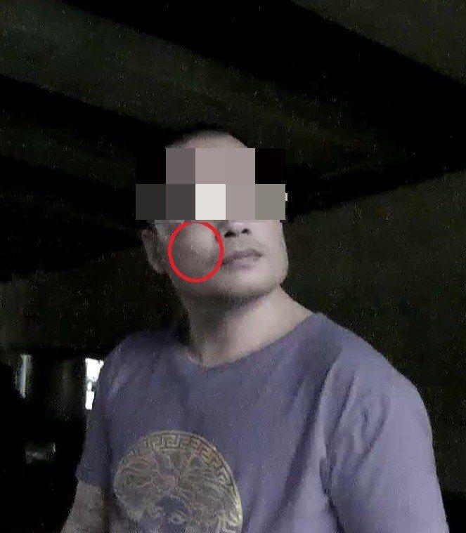 潘男弟弟的痣在左臉頰,潘的痣卻在右臉頰。記者李承穎/翻攝