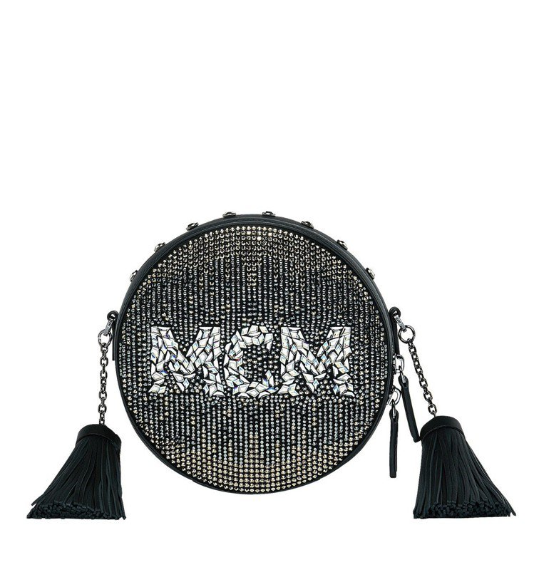 MCM Berlin黑色水晶圓形斜背包,售價96,500元。圖/MCM提供