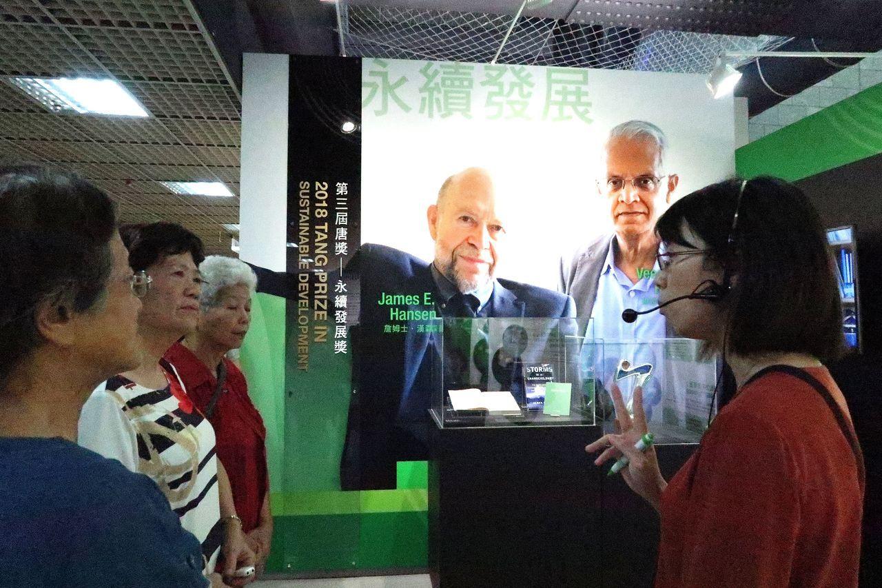 「唐獎第三屆榮耀暨獎章證書展」高雄場,在科學工藝博物館舉行。記者徐如宜/攝影