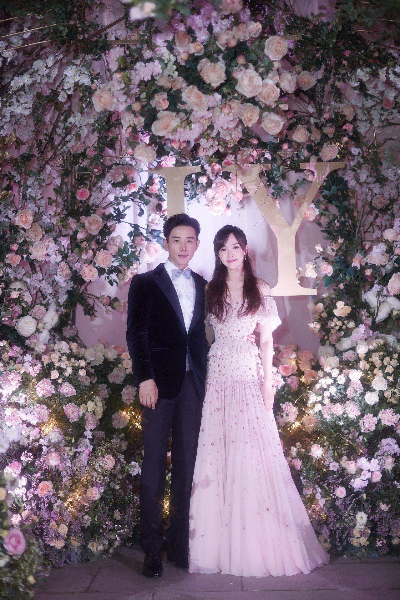 唐嫣婚禮晚宴上的禮服是Chloé工匠以1250小時打造而成。圖/Chloé提...