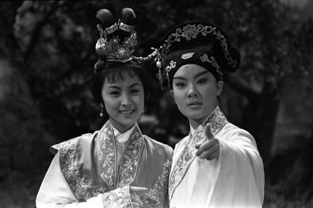 甄珍(左)扮相宜古宜今,與鈕方雨合演「天之驕女」也大受歡迎。圖/報系資料照片
