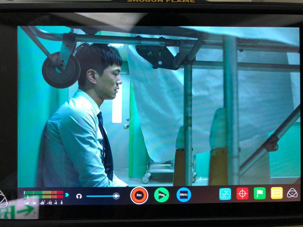 鍾承翰演出「最佳利益」中一場情緒崩潰戲。圖/群之噰、有意思國際傳媒提供