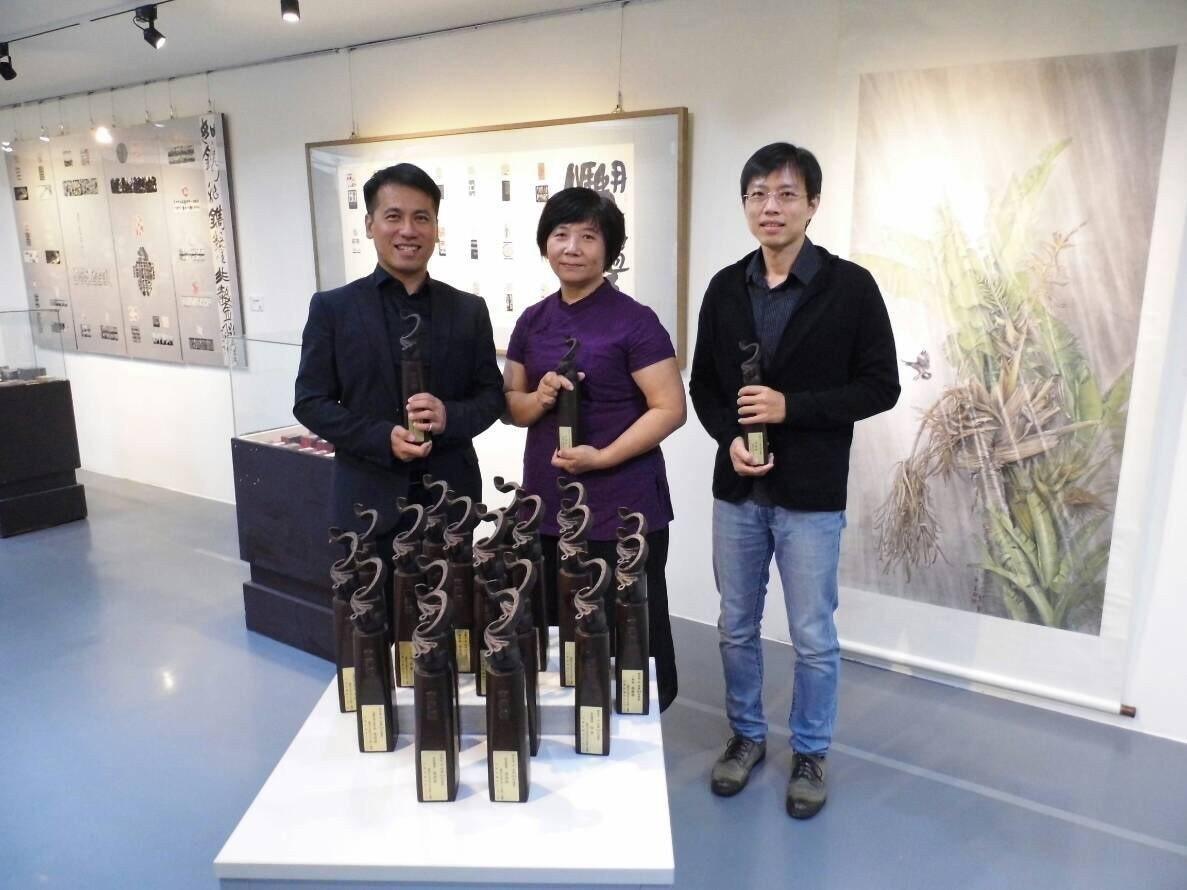 南瀛獎3得主黃元煜(左起)、楊慧華、莫昍霖。記者吳政修/攝影