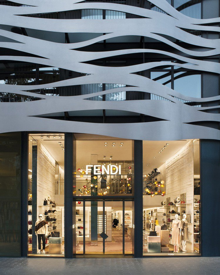 FENDI巴塞隆納精品店大樓外牆由知名日籍建築師伊東豊雄設計。圖/FENDI提供
