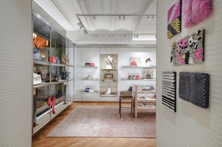 莫斯科精品店店內以灰色立體石膏牆,搭配淺粉色、灰色絲質壁紙。圖/FENDI提供