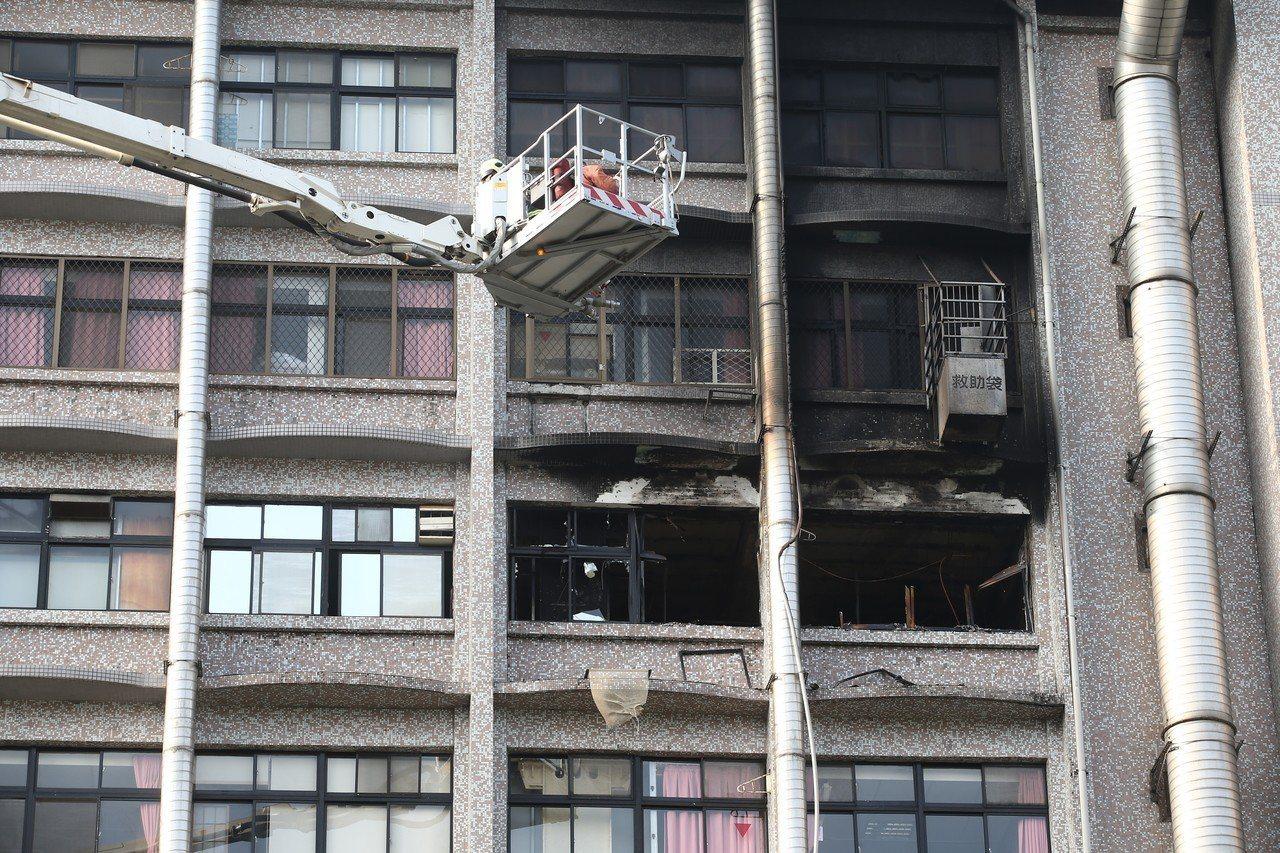 台北醫院附設護理之家大火,起火原因直指民眾私帶電動床墊,衛福部擬要求護理之家、醫...