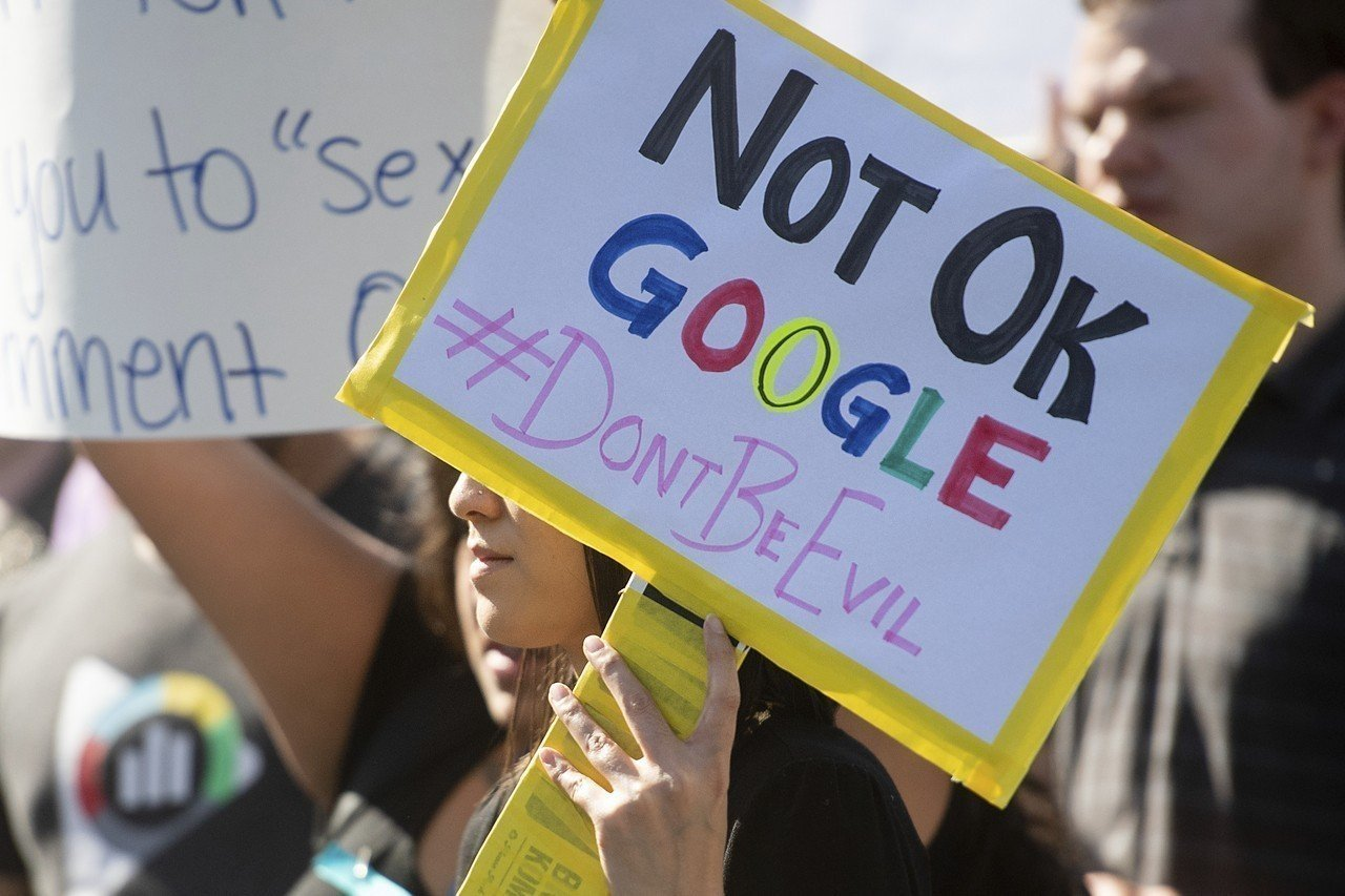Google員工不滿公司處理性騷擾方式不當,發起「出走Google」抗議活動,從...