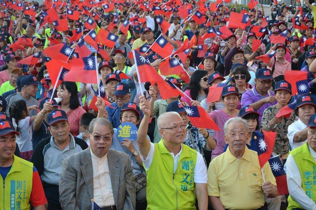 無黨籍新竹市長候選人謝文進自認是「假民調的最大受害者」,批他的民調支持率只有4%...