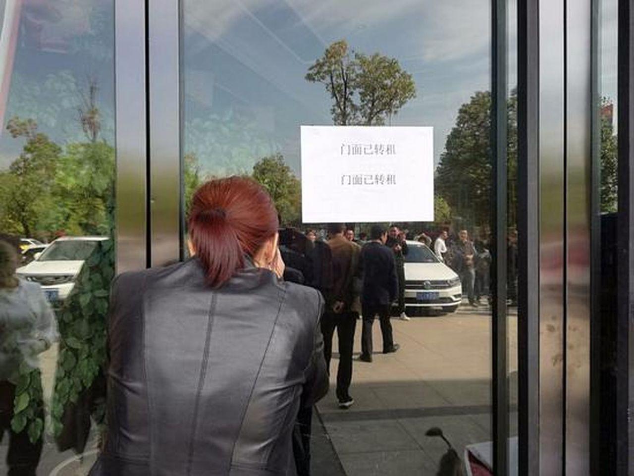 劉姓女乘客所在的門店先前還在營業,目前已暫停營業。(取材自微博)