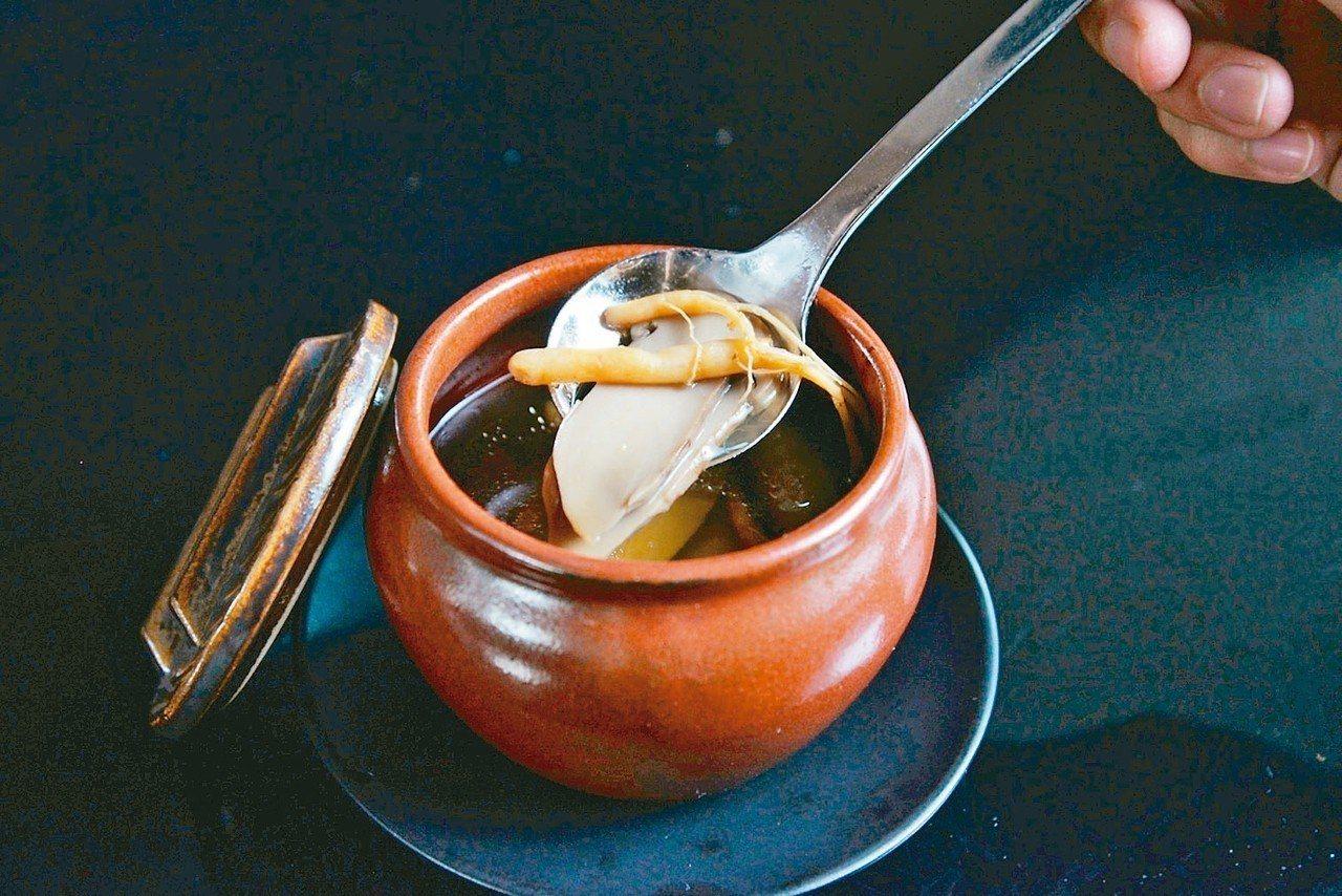 「白露」血藤蔘茸酒燉雞。 圖/業者提供