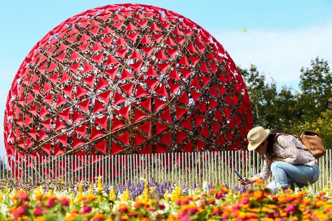 2018台中世界花卉博覽會登場,后里園區大型藝術裝置「聆聽花開的聲音」是一大亮點...