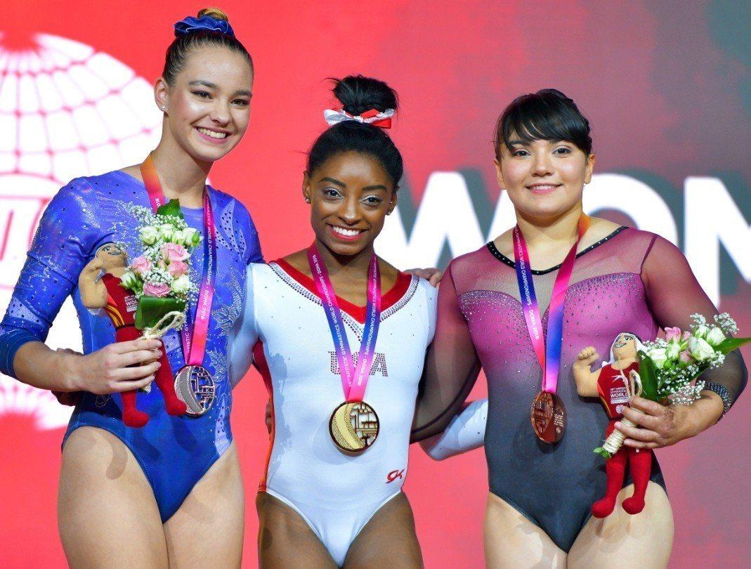 美國體操明星拜爾斯(Simone Biles 圖中)在2018年世界體操錦標賽的...
