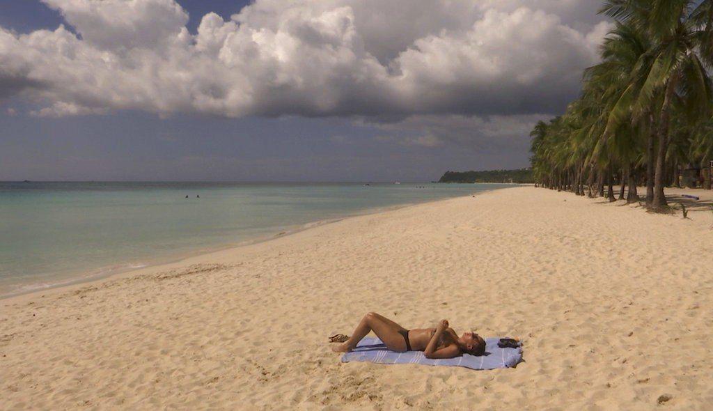 菲律賓熱門觀光景點長灘島(Boracay)10月重新開放,原禁止水上活動,但今天...