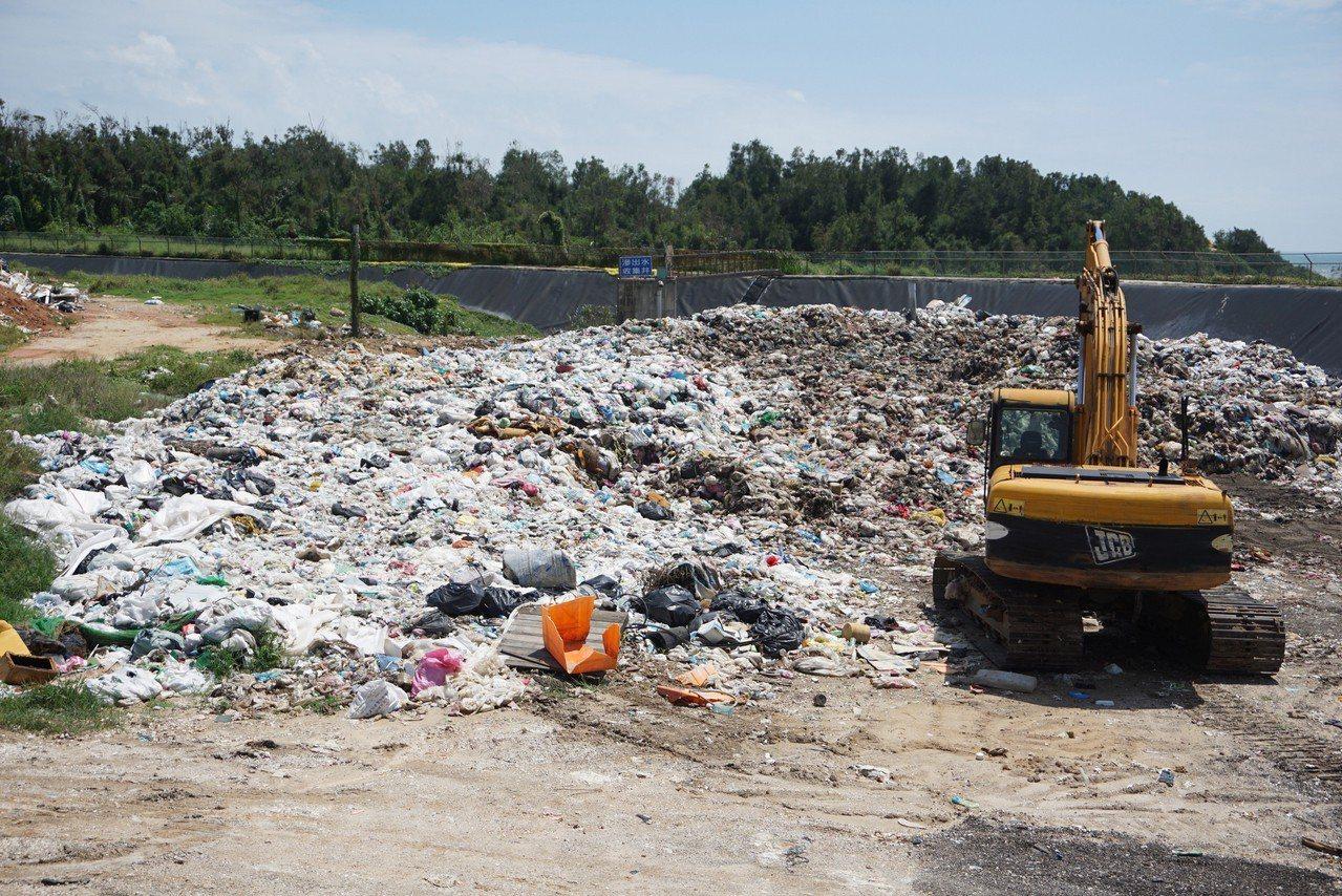 金門縣金湖鎮新塘垃圾場是鎮上的垃圾回收場,也是金門垃圾轉運台灣的集中處理場。金湖...