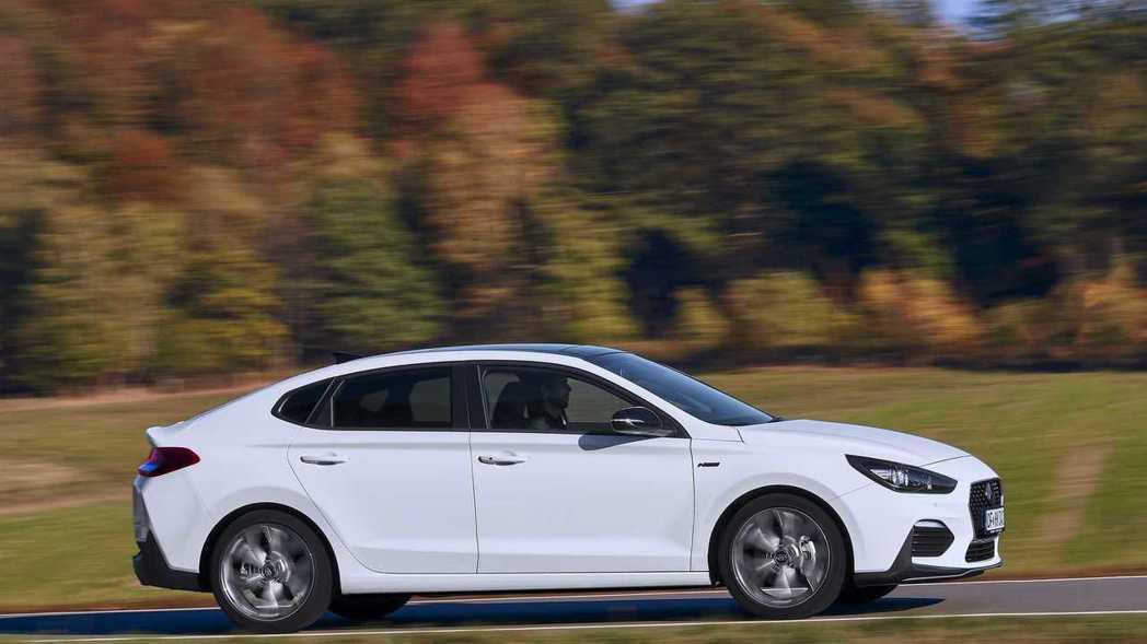 全新Hyundai i30 Fastback N Line維持一般版本的動力配置...