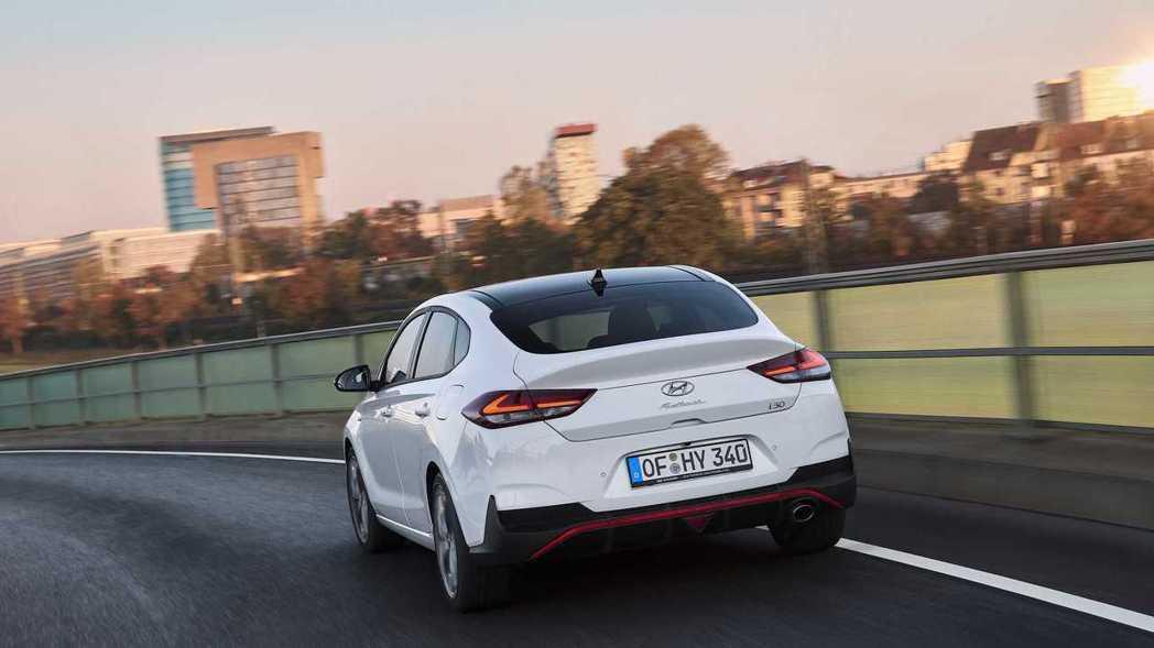 全新Hyundai i30 Fastback N預計將在今年底於歐洲正式上市。 ...