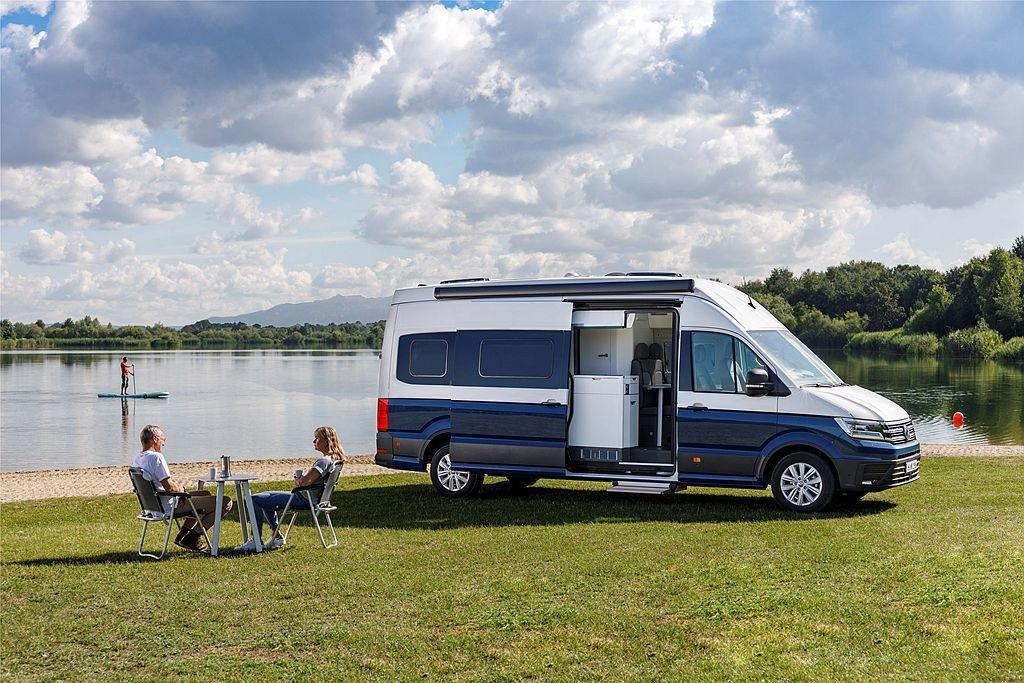 為滿足越來越盛行的露營休閒活動,福斯商旅在德國杜塞道夫露營車展推出尺碼更大的Gr...