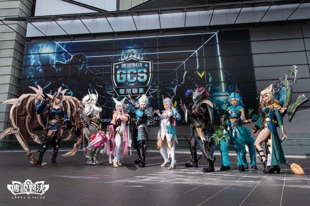 8名身著精裝的Coser一字排開,為GCS職業聯賽夏季冠軍賽拉抬聲勢。
