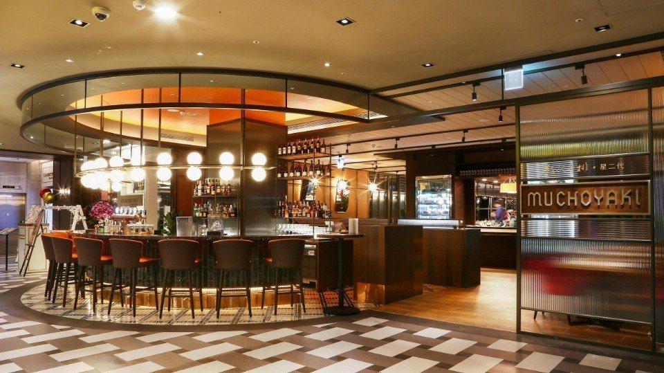 餐廳入口設置一處挑高與開闊感十足的迎賓BAR,未進餐廳就有種可以放鬆一下、竟情享...