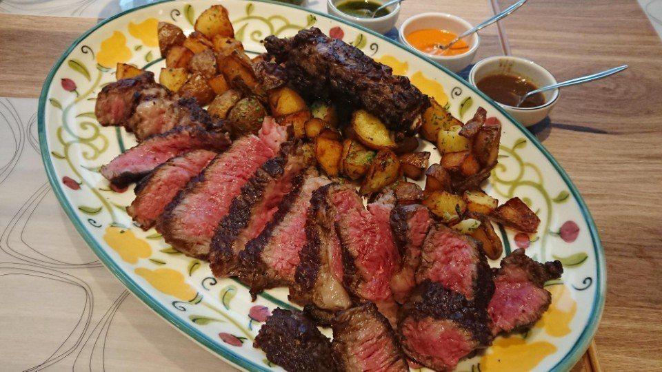乾式熟成三部曲:美國頂級乾式帶骨肋眼牛排(1.4kg),可挑選阿根廷香草醬、中東...
